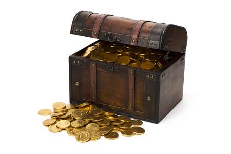 cofre del tesoro: madera cofre del tesoro con monedas de oro