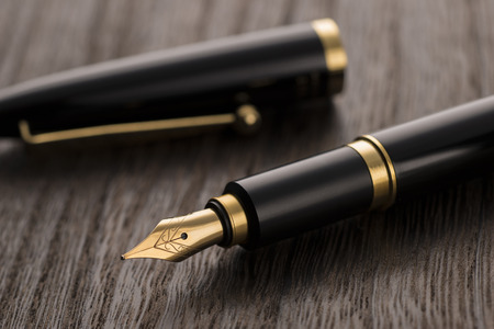 stylo sur la table