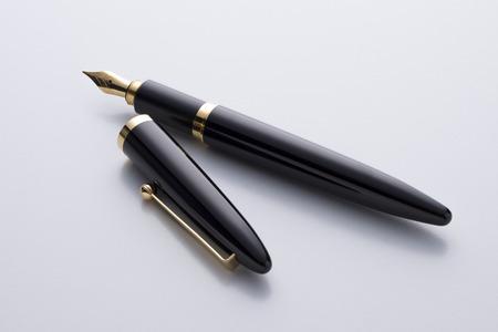 fountain pen on white Zdjęcie Seryjne