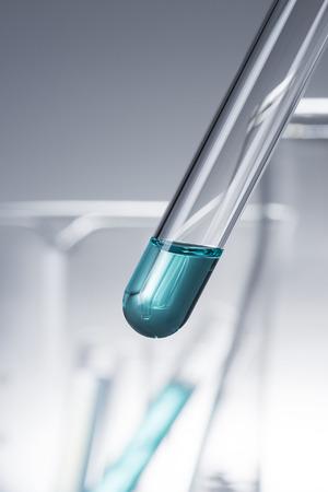 material de vidrio: l�quido en tubo de ensayo, cristaler�a de laboratorio