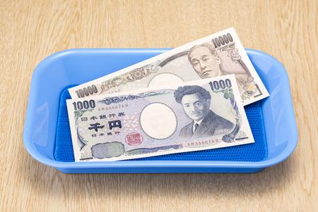 yen: Japanese yen bills close up