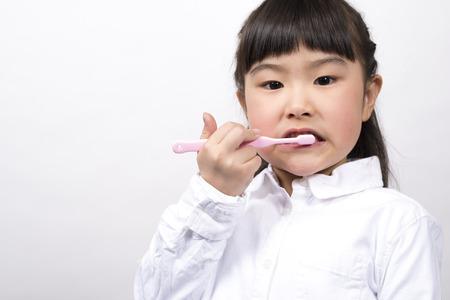 女の子があなたの歯を磨く 写真素材