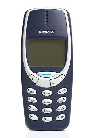빈티지 전화 노키아 3310 화이트 절연 에디토리얼