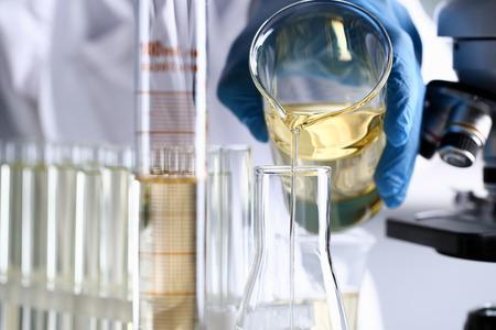 Gele vloeistof gemorste benzineadditief innovatieve levering