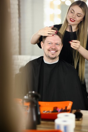 An attractive man came to hairdresser