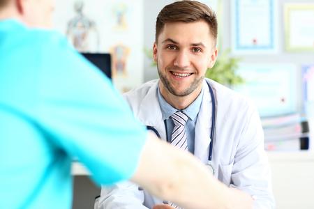 Smiling doctor posing in hospital office Stockfoto