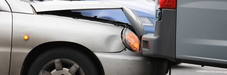 Car broke hood and headlight crashed into truck. Inform your insurance company about occurrence insured event. Eyewitness accounts incident. Compulsory civil liability insurance contract