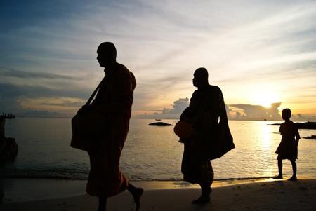早朝の施しは、タイ 写真素材