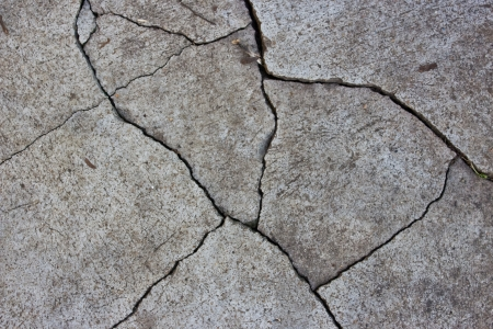 Patterned crack concrete