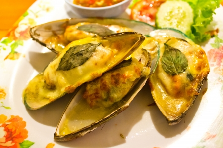 Mussels baked with cheese