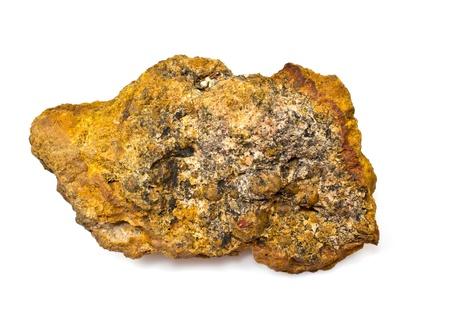 白い背景にラテライト。(アルミニウム鉱石)