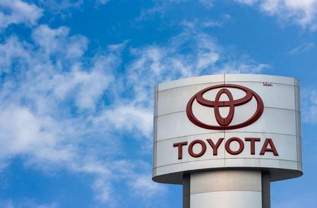 2015 年 3 月 12 日タイ、ピチットのピチット - 3 月 12 日: トヨタのロゴ。トヨタ自動車株式会社は、日本の自動車メーカーです。それは売り上げ高で