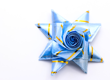 Set ribbon folded into a flower. Wrap coins by hand. For the sacred (ordination, matriculation, initiation) in Thailand