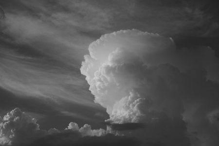 Ciel orageux avec des nuages (en noir et blanc, de style vintage) Banque d'images - 3806838