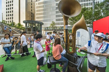 Event for the Tokyo Olympic Games in 2020. Passers-by could test Giant horn to rediscover the limits exceeded by athletes.