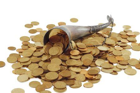 cuerno de la abundancia: Cornucopia hueso lleno de moneda de oro