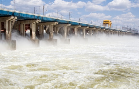 volzhskiy: Reimpostazione di acqua alla centrale idroelettrica sul fiume