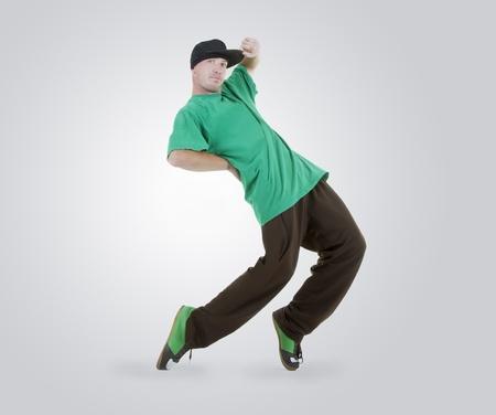 10 代のアクションでブレイク ダンスを踊る