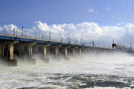 川に水力発電所の水のリセット