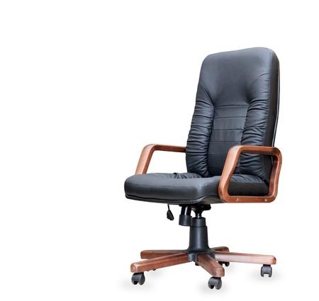 mobiliario de oficina: La silla de oficina de cuero negro. Aislado Foto de archivo
