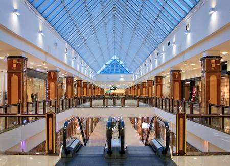モスクワですか?10 月 26 日: インテリア モダンなショッピング センター、ショッピング センターのですか?リオか?、モスクワ、ロシア連邦、10  報道画像