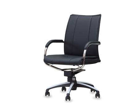 黒革オフィスの椅子。分離されました。