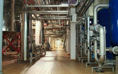 filtración: Moscú Rusia 07 de marzo: sistema de filtro en una compañía de cerveza grande Moscow Brewing Company.