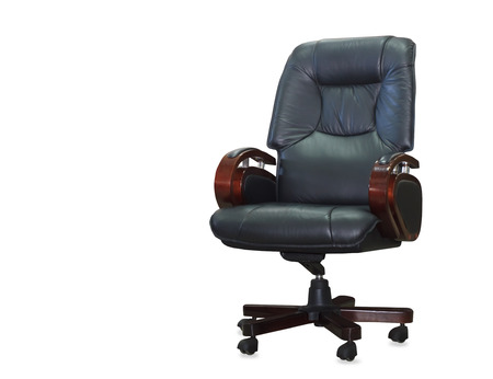 mobiliario de oficina: Silla de oficina moderno de cuero negro. Aislado Foto de archivo