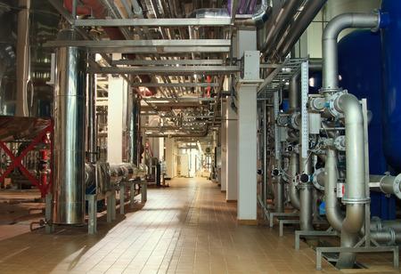 agua purificada: Moscú, Federación de Rusia - 07 de marzo: sistema de filtro a una compañía de cerveza grande, Moscú Brewing Company.