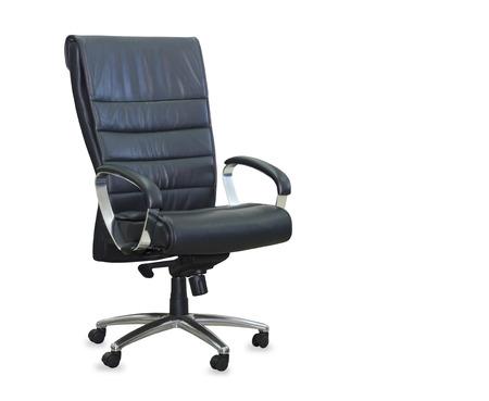 Moderne bureaustoel van zwart leer. Geïsoleerd