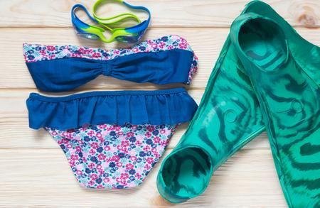flippers: Kit para los niños en el mar de verano Foto de archivo