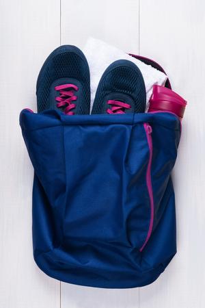 路上スポーツ用バッグのセットします。