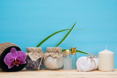 utiles de aseo personal: Wooden table with items for taking a salt bath Foto de archivo