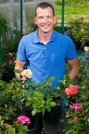 insecticidal: The seller of garden flowers shows roses for choice