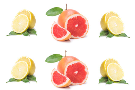 Rodajas de cítricos aislados, fruta fresca cortada en media naranja, pomelo rosa, limón, en una fila, sobre un fondo blanco.