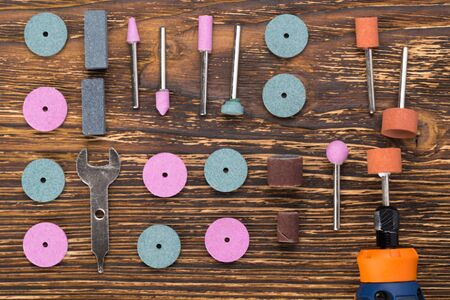 equipment and nozzles for engraving and working with metal lie on a wooden background Stock fotó