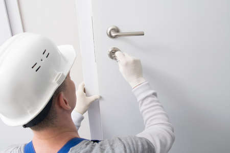 master lock replacement and repair, checks the correct closing and opening, with a key