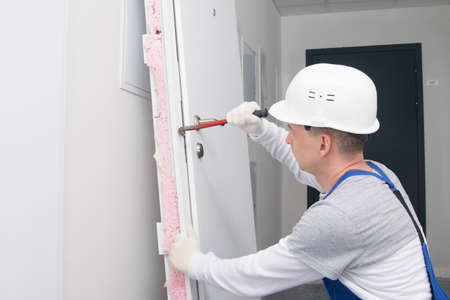 after breaking the lock, the dismantled door is tried to open with a special tool for hacking Standard-Bild