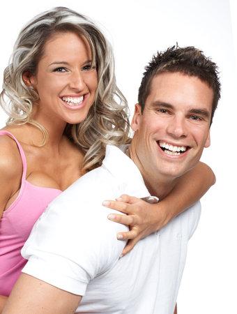 Jeune couple amour souriant. Sur fond blanc  Banque d'images