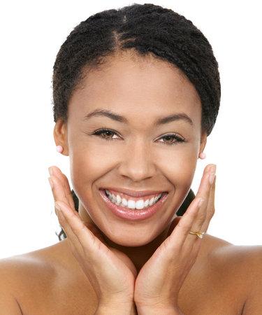 Souriant jeune femme face avec une parfaite dents.