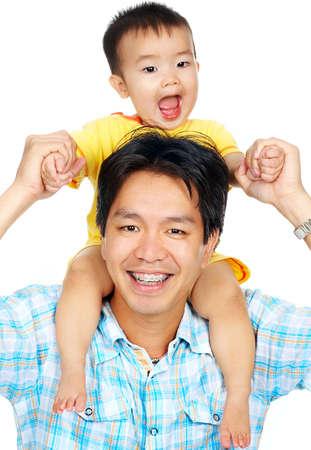 Feliz padre orgulloso y sonriente beb� inocente. Aisladas m�s de fondo blanco