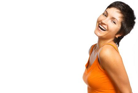 euforia: Hermosa mujer sonriente. Aislado sobre fondo blanco