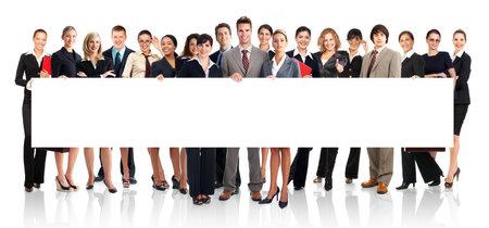 la gente de trabajo: Gran grupo de j�venes sonrientes gente de negocios. M�s de fondo blanco