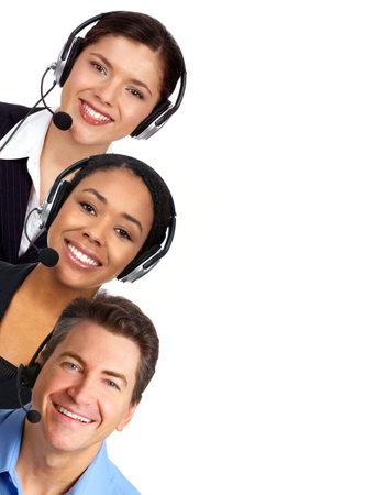 Lachende mensen uit het bedrijfsleven met hoofdtelefoons. Over witte achtergrond