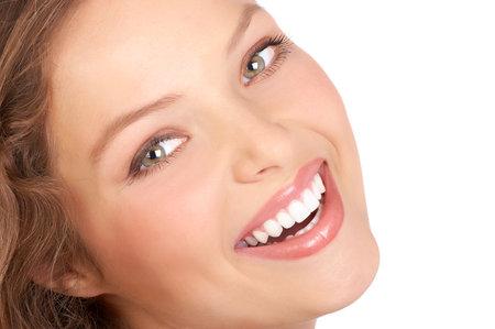 Belle jeune femme souriante. Isolé sur fond blanc Banque d'images - 3766268