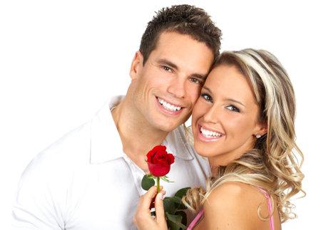 parejas enamoradas: Joven en el amor sonriendo. M�s de fondo blanco