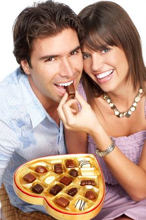 hombre comiendo: Feliz sonriente joven en el amor. M�s de fondo blanco Foto de archivo