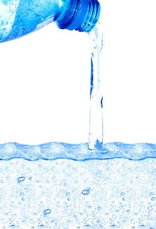 Acqua blu che fluisce dalla bottiglia Archivio Fotografico - 4433398