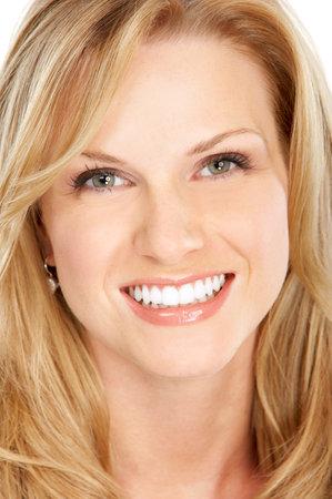 dientes sanos: Joven y bella mujer rubia. M�s de fondo blanco Foto de archivo