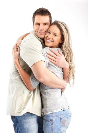 couple enlac�: Happy smiling couple dans l'amour. Plus de fond blanc
